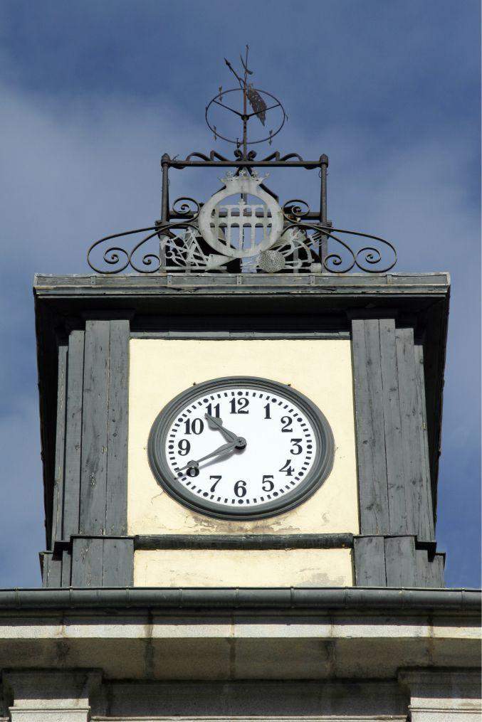 Reloj de torre en el Ayuntamiento de Segovia