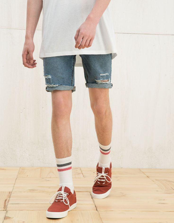 Джинсовые винтажные шорты-бермуды с прорехами - Межсезонная распродажа - Bershka…