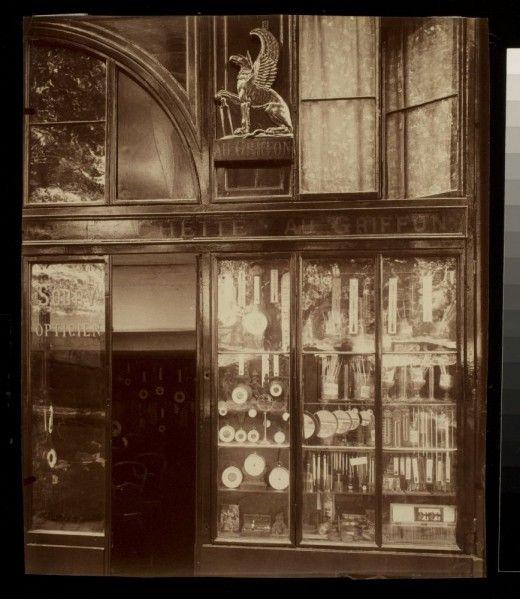 Au Griffon - 39 quai de lÕHorloge (1e arr), 1902-1903  (Parisian shop windows by Eugene Atget, 1900-1926)