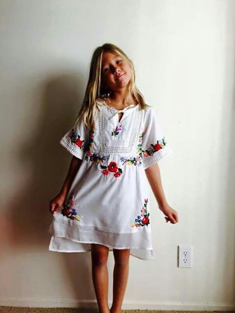 Minden ami Magyar - Kalocsai hímzett ruha