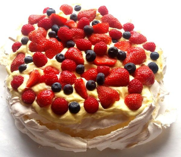 Sweet and delicious pavlova! Crisp meringue and sweet custard with delicious…