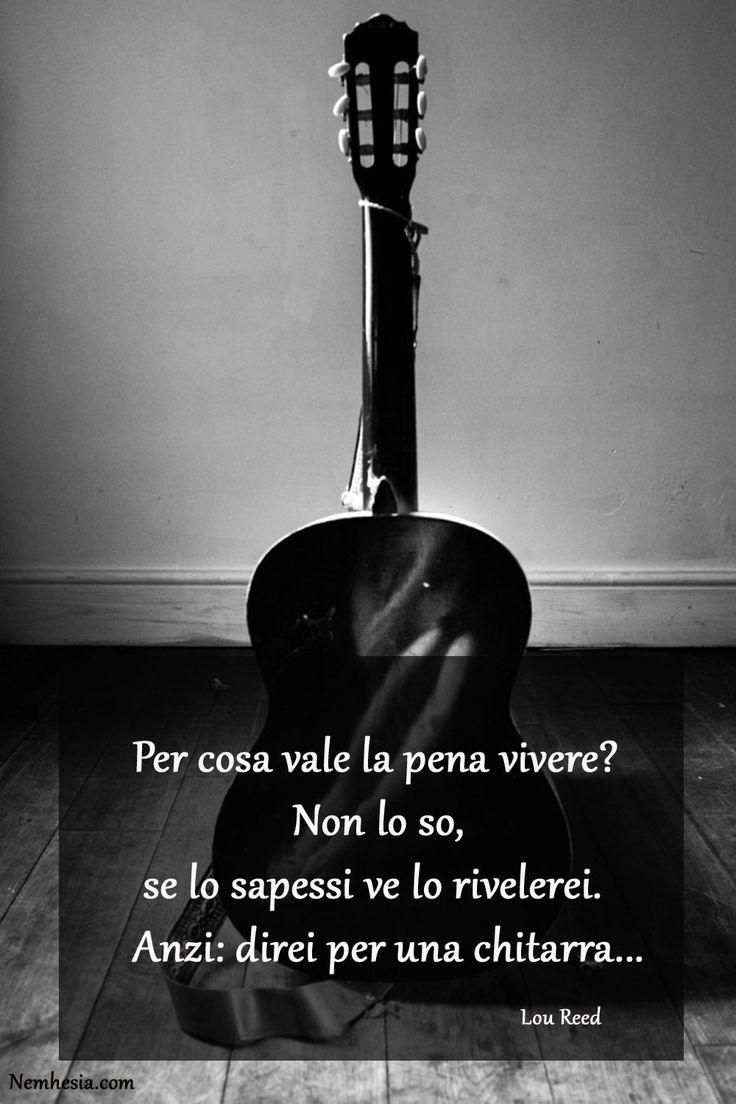 Per cosa vale la pena vivere? Non lo so, se lo sapessi ve lo rivelerei. Anzi: direi per una chitarra... • Lou Reed • #aforismi #frasicelebri #parole #citazioni #proverbi #musica #chitarra #vita #vivere #scopo #felicità #suonare #suono #note