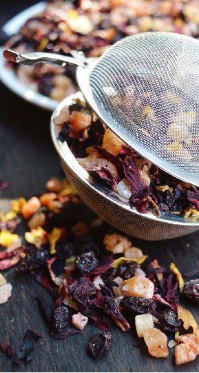 Herbata Kalifornia - ananas, papaja, mango, rodzynki, hibiskus, róża, słonecznik. Tea - fruit mix