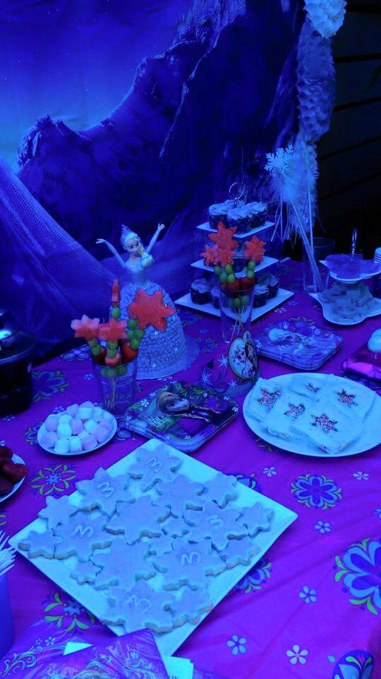 Frozen Party food - sugar biscuits & fairy bread with snow flake cut out
