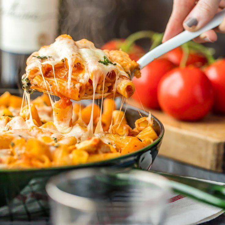 Chicken Parmesan Pasta Skillet (ONLY 6 INGREDIENTS!) via @beckygallhardin