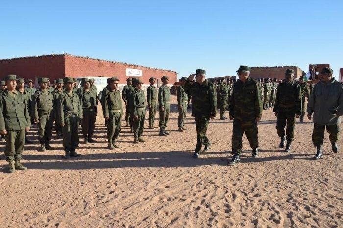 """Chahid Hadad, 03/01/2017 (SPS)- El Presidente de la República y Secretario General del Frente Polisario y Comandante Supremo de las Fuerzas Armadas, Brahim Ghali efectuó, el domingo, una visita de inspección a la base militar """"Mártir Haddad"""" , acompañado por el ministro de Defensa y miembros del Estado Mayor del Ejercito de Liberación Popular Saharaui (ELPS)."""