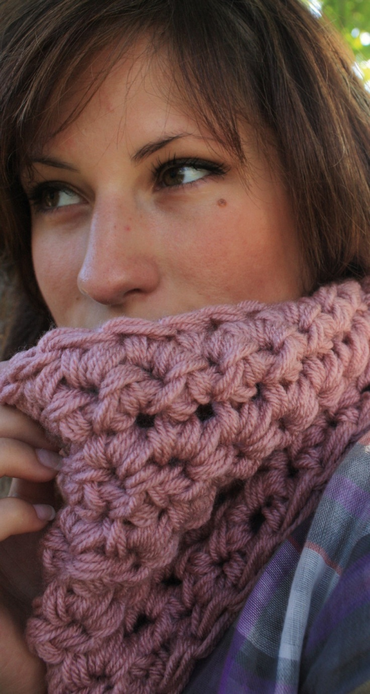 cowl with multiple strands--single crochet?
