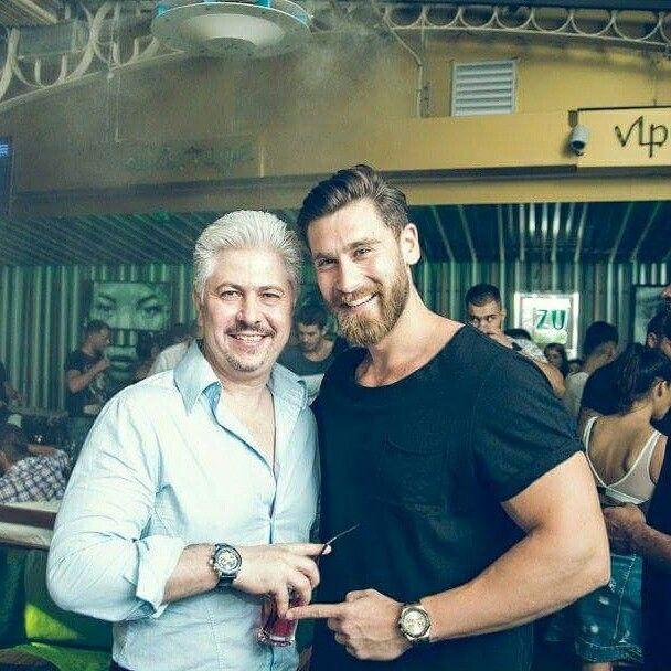 Alaturi de Robert Popescu la evenimentul HANGOUTS Ep.201 in Freddo Bar & Lounge PhotoCredit: Mihai Capsaz ~ Pixelat #FlorinBosie #RoberPopescu #VIPstyle