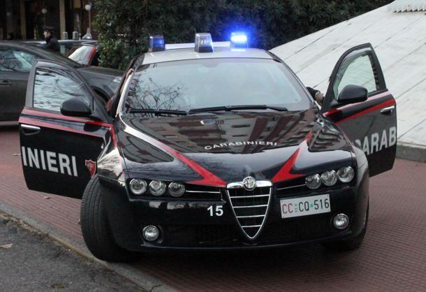 """Rapina alla sala slot: banditi in fuga con un """"bottino"""" di duemila €uro"""