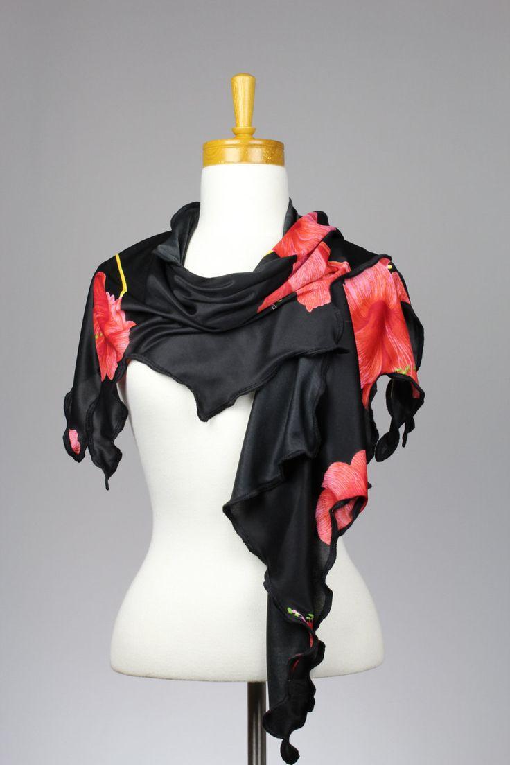Remarquable, couvre épaules, porté de 4 façons différente, châle-paréo, pièce unique, noir rouge, foulard, étole, féminin, inusité, fleurie de la boutique ToutacouDeManou sur Etsy