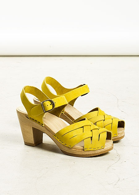 Oh those are just too cute for words.: Clogs Sandals, Yellow Sandals, Yellow High Heels, Yellow Clogs, Heels Clogs, Yellow Shoes, Hello Yellow, Neon Yellow, Electric Yellow