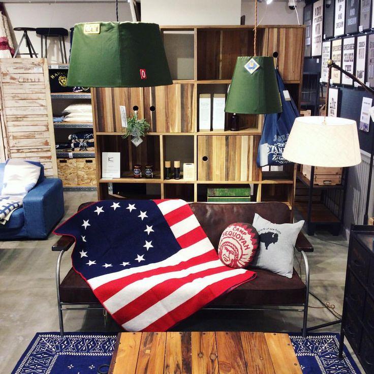 【Betsy Ross Frag Blanket】 ¥37,000+tax 古きアメリカの国旗がデザインされたブランケットが入荷しました。 ジョージ・ワシントンから依頼され初めて星条旗を作成したアメリカ合衆国の女性のベッツィー・ロスが名前の由来となっています。 福岡店ではカエルパルコにより送料無料でございます。 ぜひお問い合わせ下さいませ。 ☎︎092-235-7421 #journalstandardfurniture #jsfs987 #福岡パルコ #ブランケット