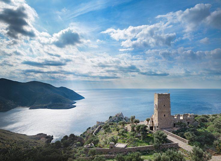 #Mani, #Pelloponnese, #Greece. Ένας μανιάτικος πύργος του 19ου αιώνα μεταμορφώνεται σε boutique αρχιτεκτονικό ξενώνα