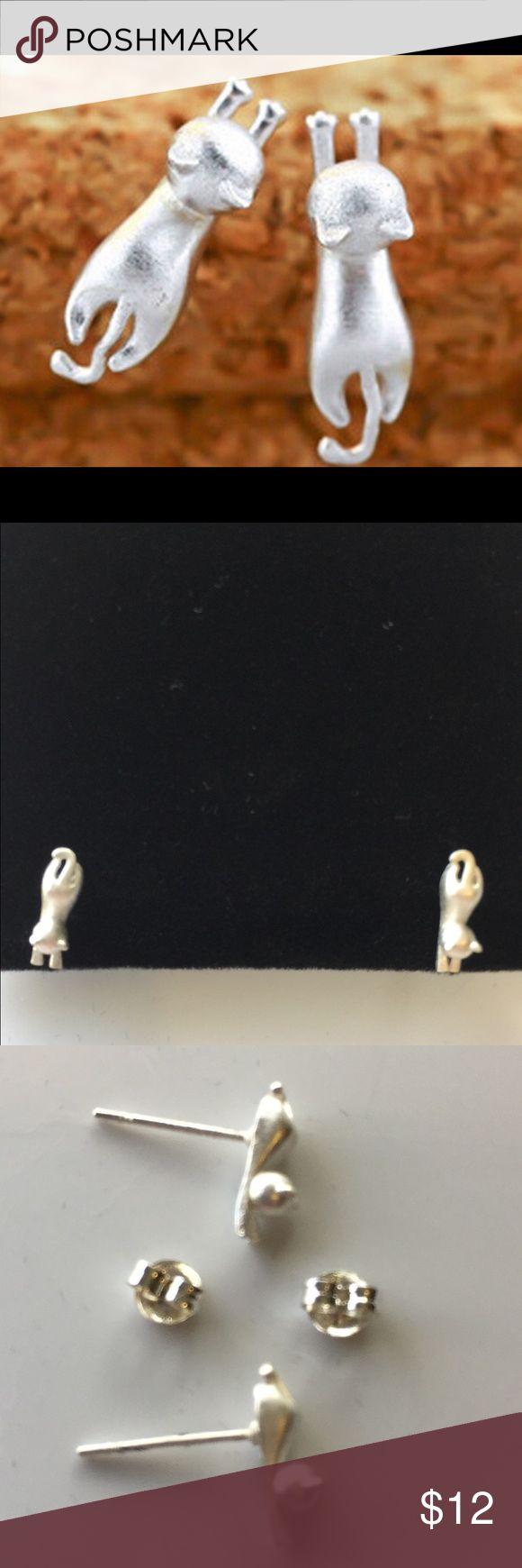 🆕 Tiny silver tone cat earrings pierced. Oh so tiny and cut cat pierced earrings💓 unknown Jewelry Earrings