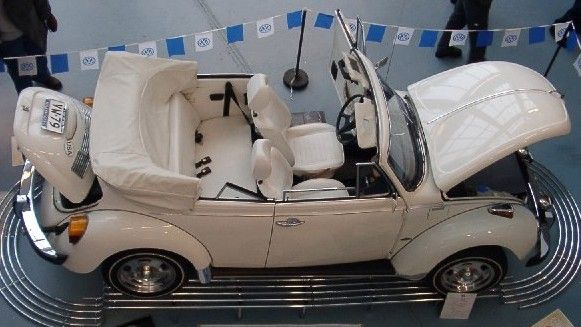 """Eduardo Pérez-Ascanio VW. Tenerife: Historia del Escarabajo: Edición Especial """"Triple White Convertible""""."""