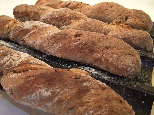 Grove flutes med chiafrø - Her bagt med både havregryn og sunde kerner, som gør dem særdeles velegnet til en sund madpakke eller som tilbehør til middagen