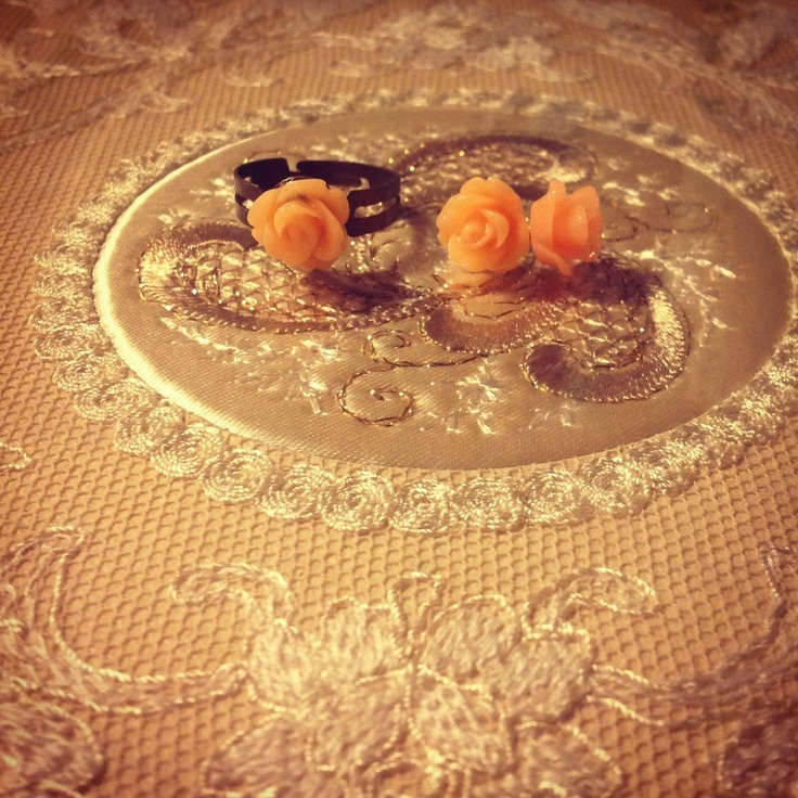 Flower earring and ring set via WishStrings. Click on the image to see more!