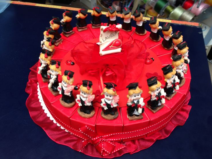 Torta laurea con scatole rosse (Graduation cake with red boxes)