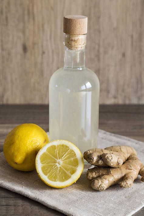 Enkelt recept med ingefära och citron. Perfekt att göra i förkylningstider eller som vitaminkur året runt.