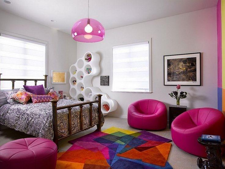 chambre ado fille décorée de tapis design et poufs fuchsia