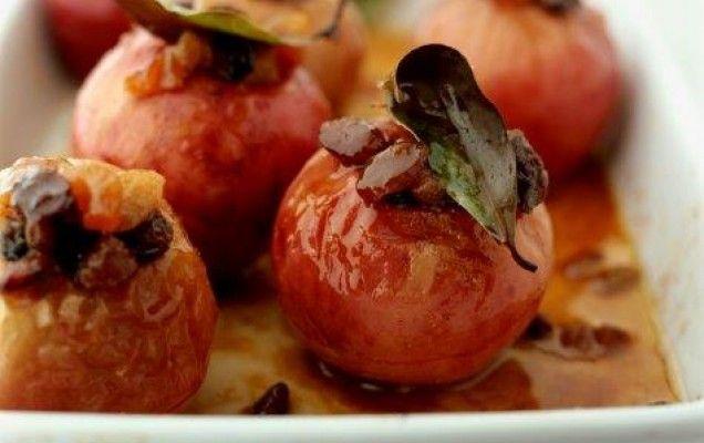 Μήλα γεμιστά στο φούρνο - iCookGreek