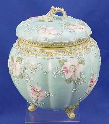 375: HAND PAINTED NIPPON MORIAGE BISCUIT JAR : Lot 375