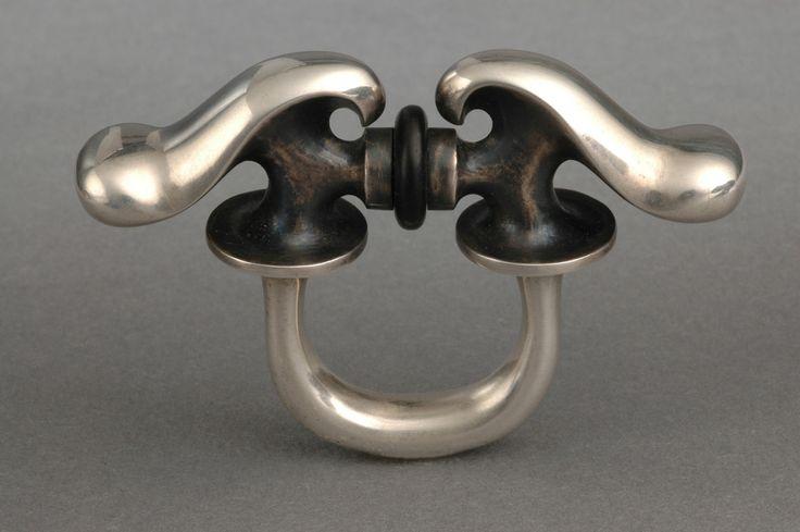 Istvan HOLLO: Ring 1994, Silver, ebony. Museum of Applied Arts, Budapest.