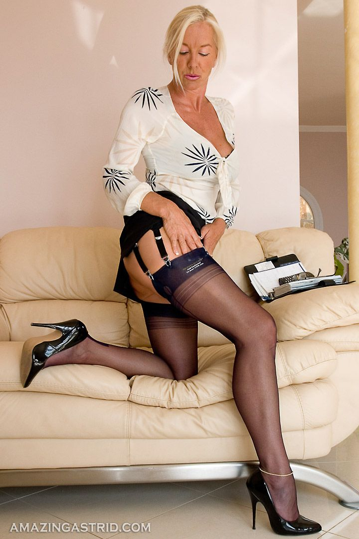 Sofa Mature Pantyhose Tgp Of 87
