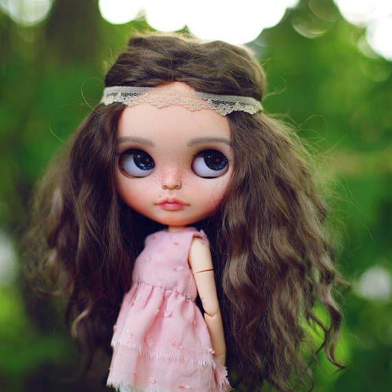 Prodej% • Lily • OOAK zakázku fake Blythe doll mohér útek tmavě hnědé kudrnaté vlasy