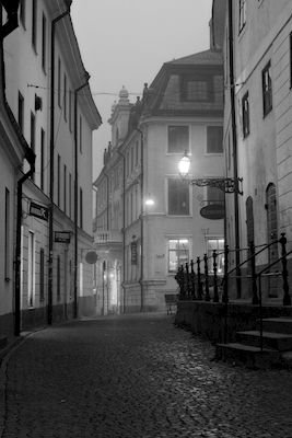 Claes Eklund - Morgon i Uppsala. Black and white street view from Uppsala. Available as poster and laminated picture at Printler, the marketplace for photo art.