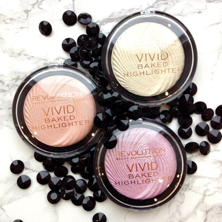 Makeup Revolution Vivid Baked Highlighter - wypiekane rozświetlacze idealne do konturowania twarzy. Mogą służyć także jako cienie do powiek  #makeuprevolution #highlighter #drogeriapl #drogeria.pl #makeup