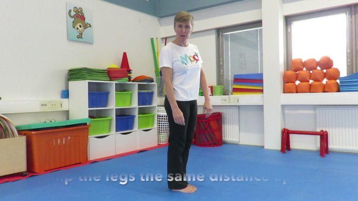 Scissor or Split Jump   MoovKids