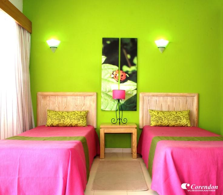 Natura Algarve Club is een verzorgd appartementencomplex met ruime en modern ingerichte appartementen. Overdag kunt u heerlijk relaxen aan het zwembad, loopt u binnen 10 minuten naar het goudgele strand en vindt u tal van uitgaansgelegenheden binnen handbereik.