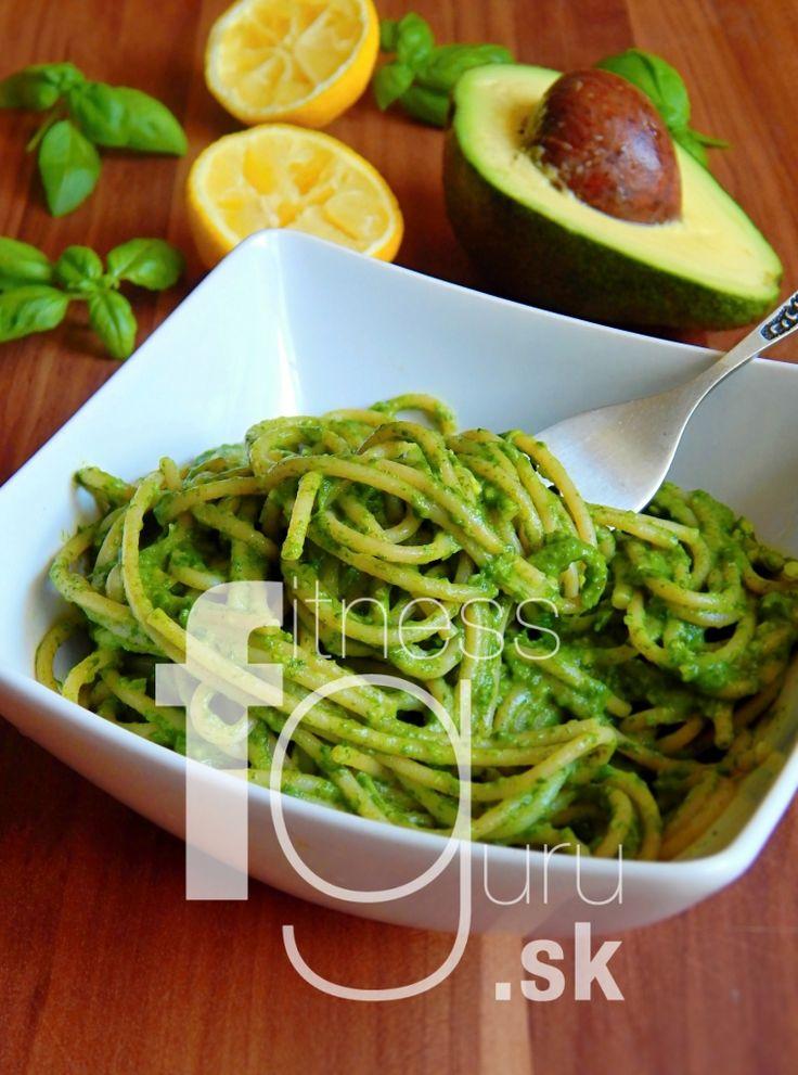 Celozrnné špagety s avokádovou omáčkou