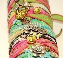 ribbon bracelets  #handmade-jewelry: Diy Bracelets With Beads, Presents Ideas, Ribbons Jewelry Diy, Diy Crafts, So Pretty, Ribbons Bracelets, Vintage Brooches, Ribbons Display, Silk Wraps Bracelets