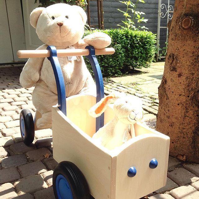 De wijde wereld in .... Via Cannella Kinderwinkel in Cuijk #viacannellacuijk #kinderwinkel #happyhorse #knuffels #loopfiets #hout #speelgoed #babywinkel #beer