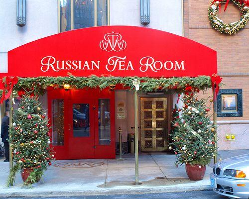 Have afternoon tea at the Russian Tea Room in New York City. Buen descubrimiento en la ciudad de los rascacielos
