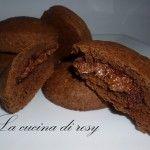 biscotti al cacao con ripieno alla nutella