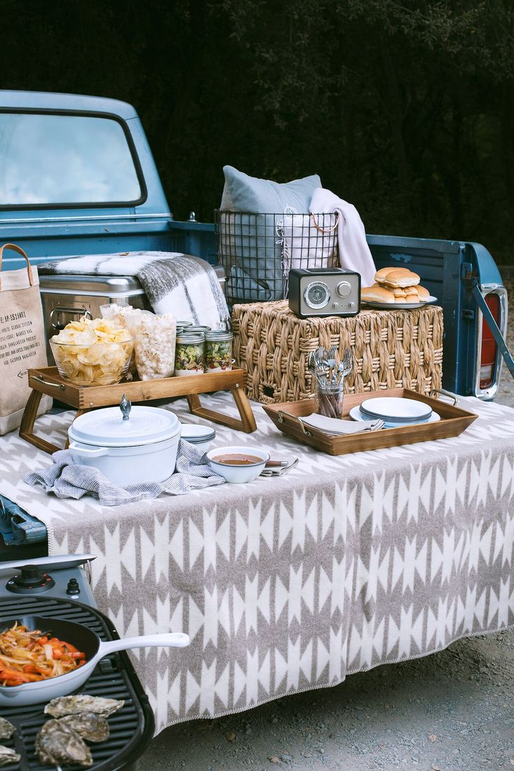 There's nothing quite like an afternoon spent outdoors, tailgatingwith friends before a big event, on a crisp, fall day. And to think, it's just the pre-party! It's surprising how easy it is toelevate your tailgate with just a couple of tips and a fewportable components. It doesn't take a