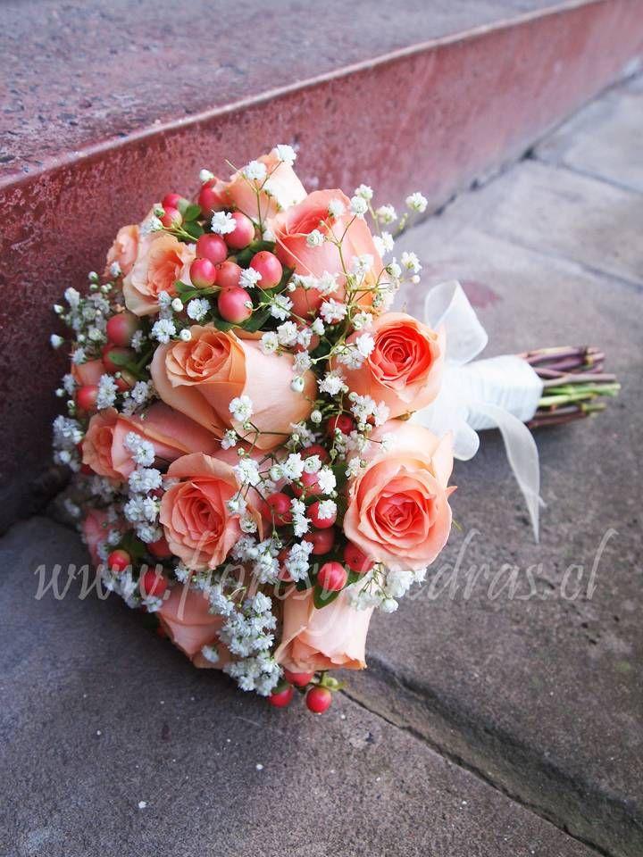 Romántico y delicado... Hermoso bouquet para novias en tonos pasteles, para una novia romántica.... Diseño Flores y Piedras www.floresypiedras.cl