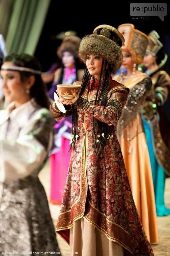 (Khakas people) Khakassian women in traditional costumes. Siberia, Russia