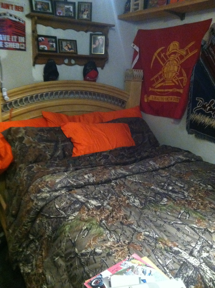 camo bed set with additional hunter orange pillow cases
