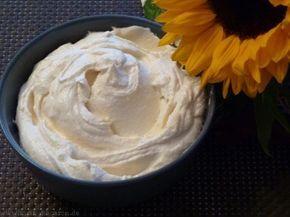 Marzipancreme als Füllung für Macarons. Eignet sich aber auch für Cupcakes oder Torten.