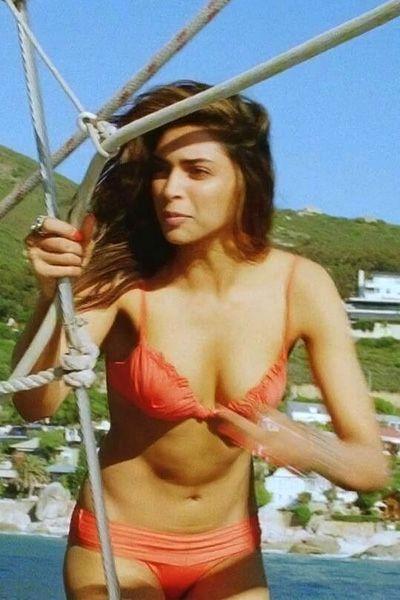 Deepika Padukone flaunts her sexy body in orange bikini