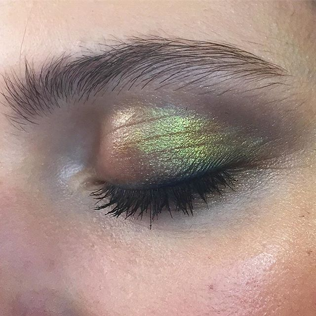And with the eyes closed, it's just as stunning. Old Gold Pigment looks just like prismatic beetle wings ❤️❤️❤️. Make up designed by @andrewgallimakeup, applied by me .. . #maccosmetics#mac#myartistcommunity#myartistcommunity_uk#makeup#makeupartist#macadd http://amzn.to/2s3Nma1