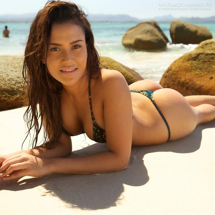 Genevive Valente   Bikinis, Bikini contest, Tiniest bikini