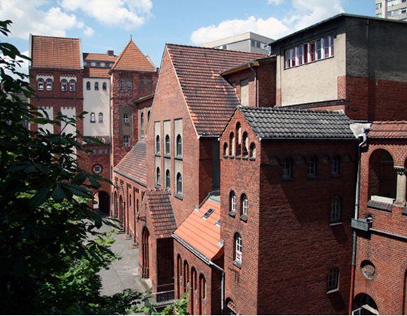Ideal Das Three Little Pigs Hostel Berlin A former nunnery