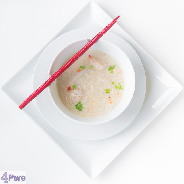 Thai style chicken soup - English recipe - When it's warm you want a refreshing soup. And when it's cold you want a soup warming you. But this Thai style chicken soup covers both. And ready within 25 minutes. Great so you can enjoy your evening.
