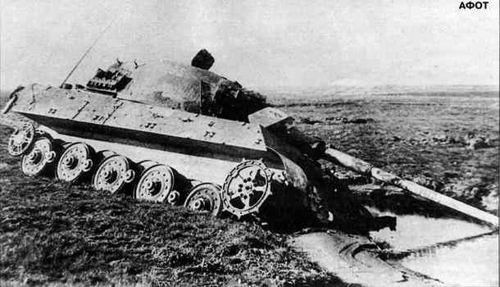 https://flic.kr/p/rXk4gD | This Tiger II hit by a mine found its end in a ditch.