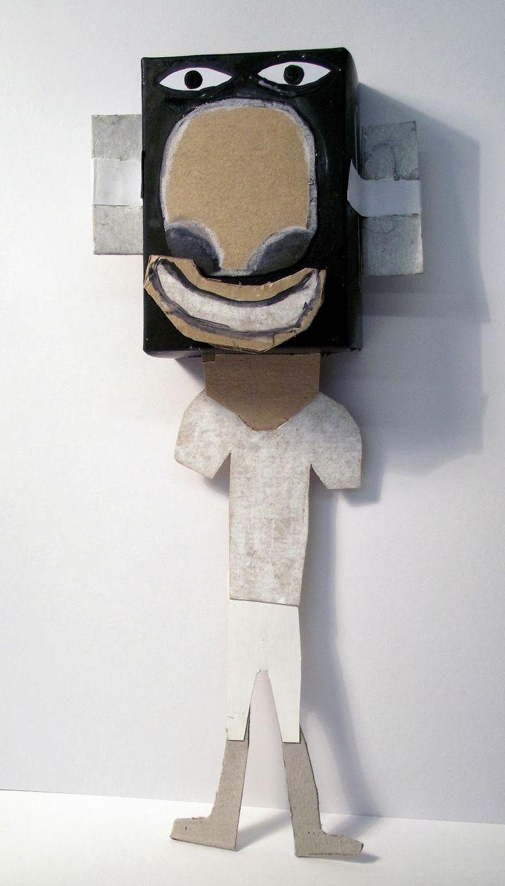 Artistes a Les Corts Artistes a Les Corts 5de leerjaar, creëren van een personnage vanuit een kartonnen doos